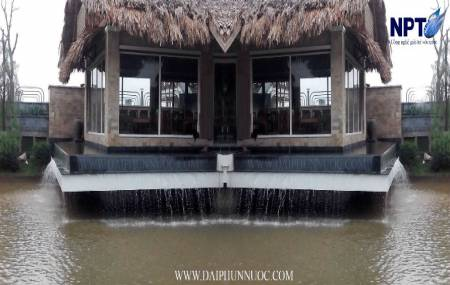 Đai phun nước tại Làng Văn Hoá -  Du Lịch Nắng Sông Hồng - Gia Lâm - Hà Nội