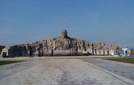 Đài phun nước Tượng Đài  Mẹ Việt Nam Anh Hùng (Mẹ Thứ)- Thành Phố Tam Kỳ - Tỉnh Quảng Nam