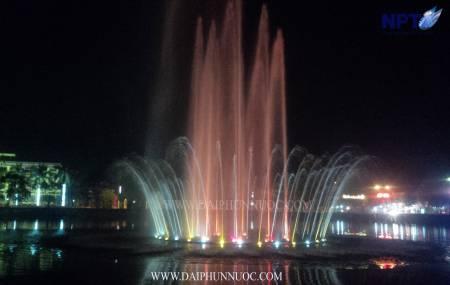 Đài phun nước trên phao nổi tại UBND Huyện Việt Yên - Bắc Giang