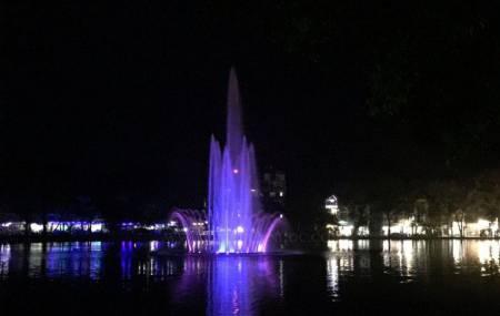 Đài phun nước trên phao nổi tại khu đô thị Đại học Vân Canh. Xã Vân Canh – Huyện Hoài Đức – TP. Hà Nội.